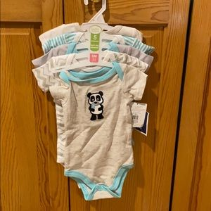 5 bodysuits 0-3 months assorted designs